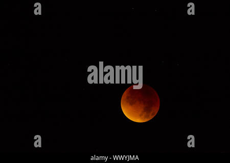 total lunar eclipse September 2015 blood moon supermond - Stock Photo
