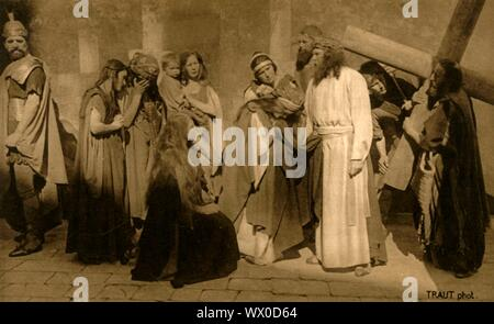 Episode on the Way of the Cross, 1922. Jesus (Anton Lang) and other players in the Oberammergau Passion Play. The play is performed every 10 years, on open-air stages, by the inhabitants of the village of Oberammergau in Bavaria, Germany. First staged in 1634, the play tells the story of Jesus' passion, culminating in his crucifixion. The event has become a tourist attraction, with audiences coming from all over the world. Official postcard of the 1922 Oberammergau Passion Play. [F. Bruckmann, Munich, Germany, 1922] - Stock Photo