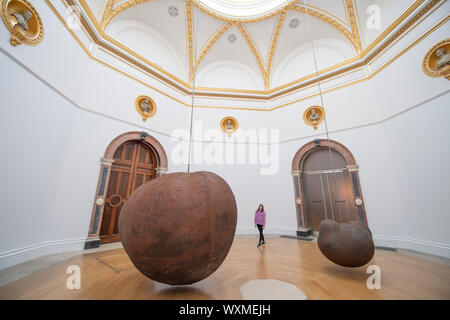 Royal Academy of Arts, London, UK. 17th September 2019. Internationally acclaimed British sculptor Antony Gormley's major new exhibition at the RA. The exhibition is his most significant solo show in the UK for over a decade and runs at the Royal Academy of Arts from 21 September to 3 December 2019. Image: 'Body and Fruit', 1991/93. Credit: Malcolm Park/Alamy Live News. - Stock Photo