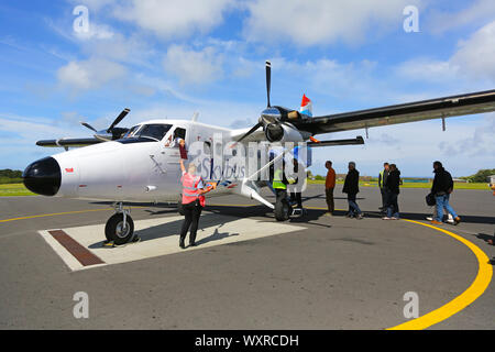 People boarding a de Havilland Canada DHC-6 Twin Otter, Skybus call sign G-BIHO, at St Marys airport, St Marys, Isles of Scilly, Cornwall, England, UK - Stock Photo