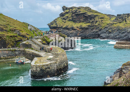 Warren point at the entrance of Boscastle Harbour in North Cornwall, England, UK. - Stock Photo