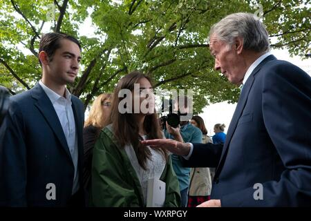 Washington DC, USA. 17th Sep 2019. United States Senator Ed Markey (Democrat of Massachusetts) speaks with youth climate activists after a press conference on Capitol Hill in Washington, DC, U.S. on September 17, 2019. Credit: Stefani Reynolds/CNP | usage worldwide Credit: dpa picture alliance/Alamy Live News - Stock Photo