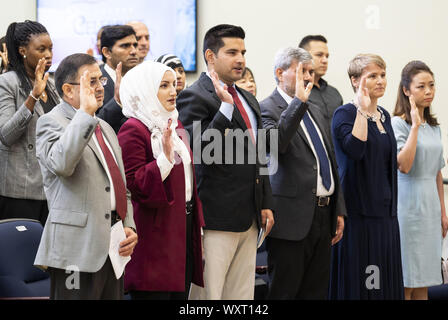 Washington, DC, USA. 17th Sep, 2019. September 17, 2019 - Washington, DC, United States: Candidates for citizenship taking the Oath of Allegiance at a Naturalization Ceremony in the South Court Auditorium at the White House in the Eisenhower Executive Office Building. Credit: Michael Brochstein/ZUMA Wire/Alamy Live News - Stock Photo