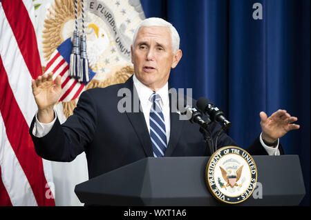 Washington, DC, USA. 17th Sep, 2019. September 17, 2019 - Washington, DC, United States: Vice President MIKE PENCE speaking at a Naturalization Ceremony in the South Court Auditorium at the White House in the Eisenhower Executive Office Building. Credit: Michael Brochstein/ZUMA Wire/Alamy Live News - Stock Photo
