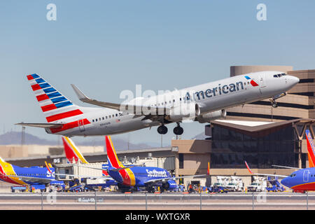 Phoenix, Arizona – April 8, 2019: American Airlines Boeing 737-800 airplane at Phoenix Sky Harbor airport (PHX) in the United States. - Stock Photo