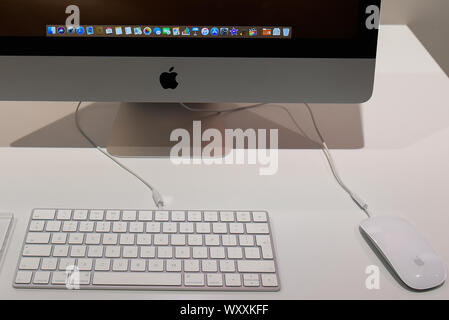 Krakow, Poland. 18th Sep, 2019. A detailed view of an iMac with keyboard and a mouse at an Ispot sales point. Apple is to release the new Iphone 11 on September 20th. Credit: Omar Marques/SOPA Images/ZUMA Wire/Alamy Live News - Stock Photo