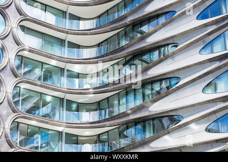 Elegant glass and steel high rise condo apartment block 520 West 28th Street designed by famous architect Zaha Hadid by The High Line, west side Manha - Stock Photo