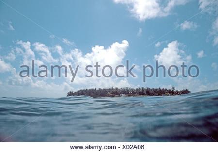 island with blue sky and clouds, Maldives, Male-Atoll, Ihuru - Stock Photo