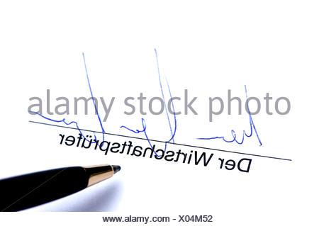 Unterschrift der Wirtschaftsprüfer - Stock Photo
