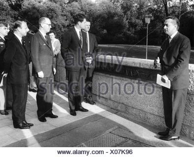 Kennedy, Edward Moore 'Ted', 22.2.1932 - 25.8.2009, American  Politiker (Dem.), US Senator from Massachusetts 7.11.1962 - 25.8.2009, visit to West Germany, opening of the John F Kennedy Bridge in Munich, 25.4.1964, , Additional-Rights-Clearances-NA - Stock Photo