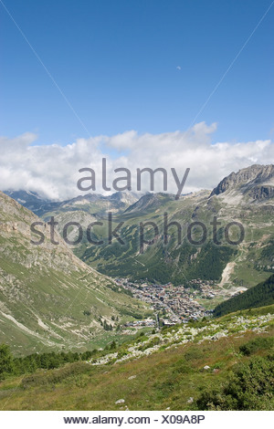 France, Savoie, view of Val d'Isere from the Col de l'Iseran - Stock Photo