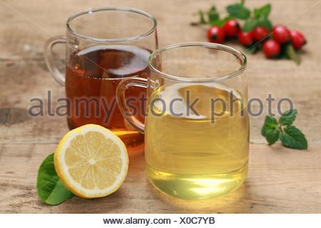 Tee aus Rooibos und Zitrone - Stock Photo
