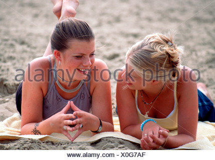 Friends chatting on the beach  - SerieCVS100018082 - Stock Photo