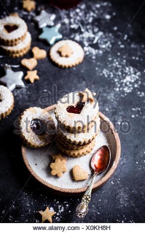 Pistachio strawberry linzer cookies - Stock Photo