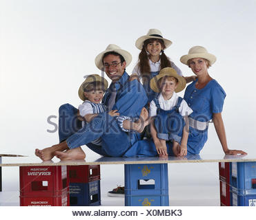Family, hats, happy, hand, head, rest on, there, smile, group picture parents, woman, man, children, boys, girls, three, care, straw hat, headgear, positively, mood, happy, together, family picture, studio - Stock Photo