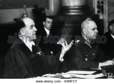 Freisler, Roland, 30.10.1893 - 3.2.1945, German jurist, President of the Volksgerichtshof (People's Court) 1942 - 1945, half length, during a trial against members of the resistance, 1944, left: assessor General Reinicke, - Stock Photo