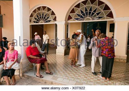 Seniorentanz in Trinidad, Provinz Sancti Spiritus, Kuba Engl.: Cuba, Sancti Spiritus province, Trinidad, senior citizen, dancing - Stock Photo