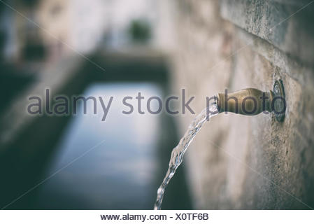 Water coming out of a tap Stock Photo: 147910568 - Alamy