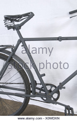 A Luftwaffe paratrooper's bicycle, foldable, restored. Lacking items: leather saddle, toolbox and handlebar handles. Excellent appearance, however, the bicycle needs some finishing. No identification plate. Very rare piece of equipement of which only a few examples are known. historic, historical, 1930s, 1930s, 20th century, object, objects, stills, clipping, clippings, cut out, cut-out, cut-outs, vehicle, vehicles, transport, transportation, bicycle, bike, bicycles, bikes, two-wheeled vehicle, two-wheeler, two-wheeled vehicles, two-wheelers, Additional-Rights-Clearances-NA - Stock Photo