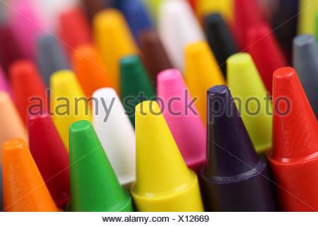 Köpfe von Stiften zum Malen für Kinder im Kindergarten Stock Photo