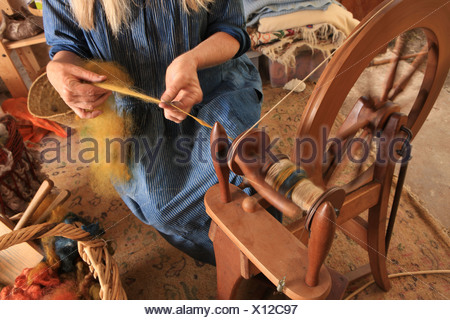 Jane Meredith,using a Spinning Wheel in her workshop, she runs courses on traditional country crafts and skills. - Stock Photo