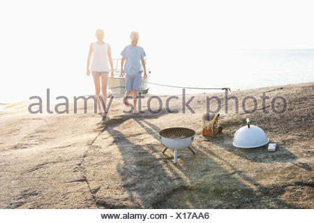 Sweden, Sodermanland, Stockholm Archipelago, Norsten, Boy and girl (12-13) on coastline - Stock Photo