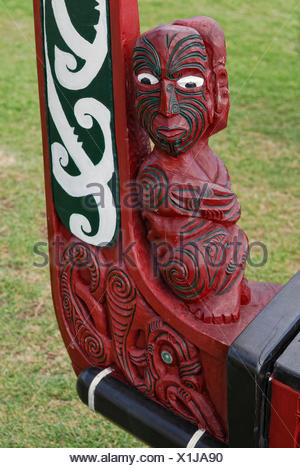 Waka, a Maori war canoe, replica from 1990, carved bow with figural representation and ornaments, Waitangi Treaty Grounds - Stock Photo