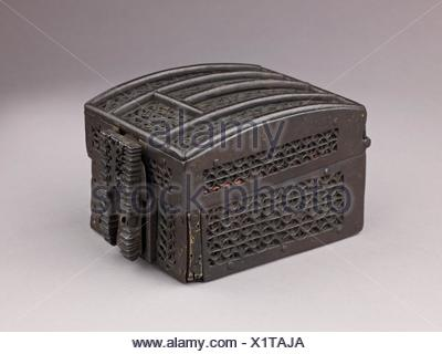 Coffret à mailles. Date: late 15th century; Culture: French; Medium: Wood, wrought iron; Dimensions: H. 8.7 cm, L. 12.7 cm (excluding lock), W. 9.8 - Stock Photo