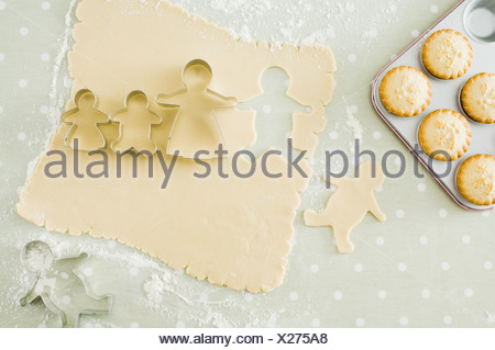 Mince pies and gingerbread men - Stock Photo