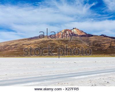 Worlds biggest salt plain Salar de Uyuni in Bolivia - Stock Photo