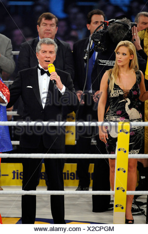 Boxing host entertainer Michael BUFFER USA in the ring - Stock Photo