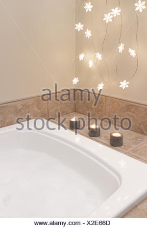 Bathroom decorated with cozy lights and candles - Stock Photo