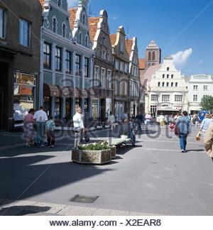 Geo., BRD, Mecklenburg Vorpommern, Wismar, Fußgängerzone, Altstadt, Fußgänger, Straßenszene, Straße, Häuser, Unesco, Welterbe, W - Stock Photo