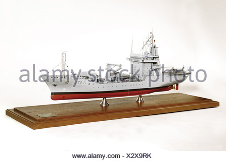 The tender 'Main', of type '404'. A colour-painted, plastic and metal model of very good quality at a scale of 1:100. The model stands on a wooden base under a glass cover. Overall dimensions: length 126 cm, width 37 cm, height 53 cm. The tender 'Maine' was built at the Kröger Shipyard in Rendsburg at Kiel and had a crew of 40 men. In addition, it carried a 38 man system support team, and a twelve man squadron staff. historic, historical, 20th century, navy, naval forces, object, objects, clipping, cut out, cut-out, cut-outs, miniature, miniatures, ship, ships,, Additional-Rights-Clearances-NA - Stock Photo