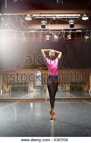 Ballet dancer standing en pointe - Stock Photo