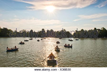 Rowing boats at sea, Parque del Retiro, Gran Estanque, Madrid, Spain, Europe - Stock Photo