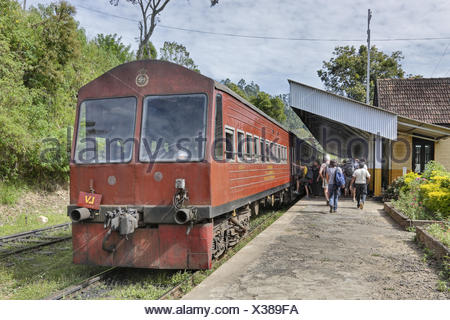 Sri Lanka, Ella, travellers, railway station, train, - Stock Photo