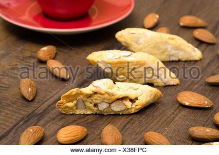 Cantuccini mit Mandeln und rote Espresso Tasse - Stock Photo