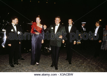 Margaret II, * 16.4.1940, Queen of Denmark since 14.1.1972, with husband Prince Henrik, arrival, silver wedding of Anne Marie and Constantine II of Greece, 1998, , - Stock Photo