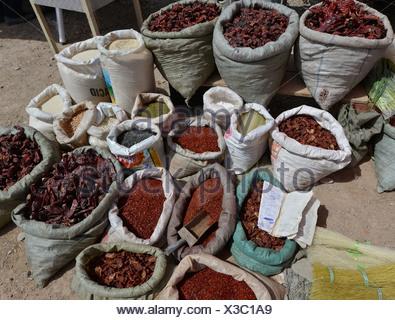 Sarge bags of chili (Capsicum), dried, ground and whole pods, chili dealer, Uyghur cattle market, Sunday market, Kashgar - Stock Photo
