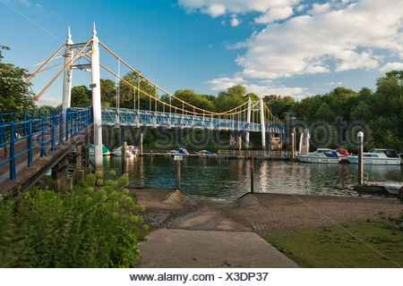 Footbridge over the River Thames at Teddington Lock near Richmond, Surrey, Uk - Stock Photo