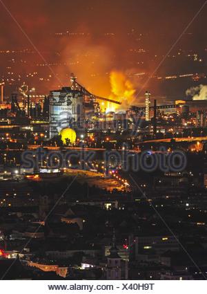 Blick vom Pöstlingberg auf VÖEST Linz, Industrie, Hochofen, Stadansicht, Nachtaufnahme - Stock Photo