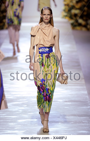 Blumarine Milan Ready to Wear Spring Summer German model Julia Stegner wearing sleeveless cream necktie top floral print capri - Stock Photo