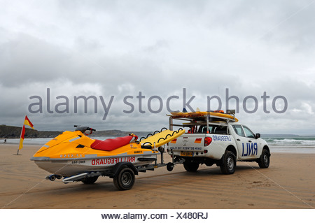 Life guard vehicle and boat, beach watch during stormy weather on the beach in Newquay, Cornwall, England, United Kingdom - Stock Photo