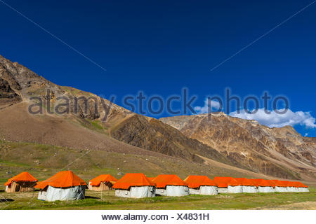 Gold Drop Camp (tented accomodation) at Sarchu The camp (at 14,432 feet) along the so-called Leh-Menali Highway is between the - Stock Photo