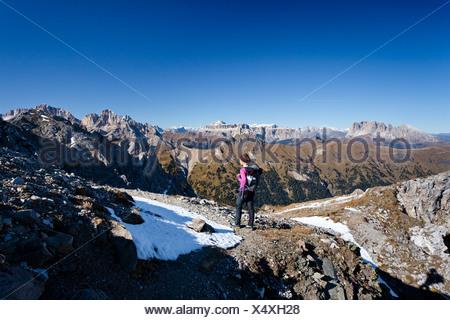 Hiker ascending the Bepi Zac climbing route in San Pellegrino Valley above San Pellegrino Pass, with Langkofel, Plattkofel, - Stock Photo