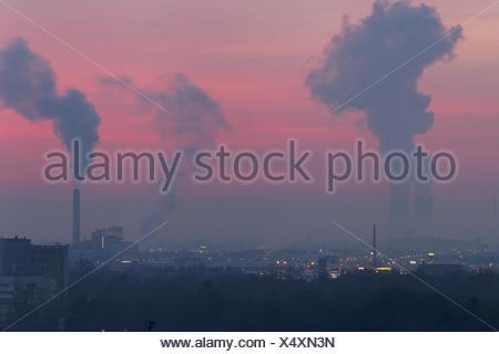 Blick von der Peterstirn mit seinen Weinlagen auf die Industriestadt Schweinfurt und ihr Umland in der Mainebene, Unterfranken, Bayern, Deutschland - Stock Photo