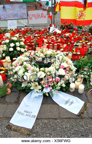 Wreath at the site of the disaster, to commemorate the victims of the crowd crush at the Love Parade 2010, Duisburg, Ruhr - Stock Photo