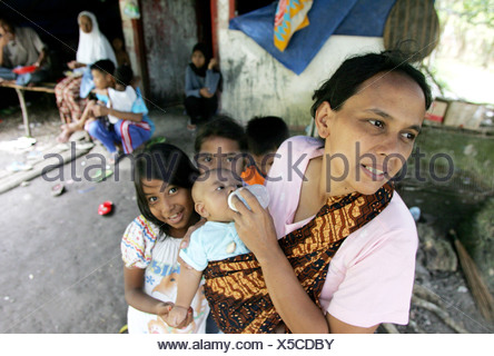 Tsunami refugees in Banda Aceh - Stock Photo