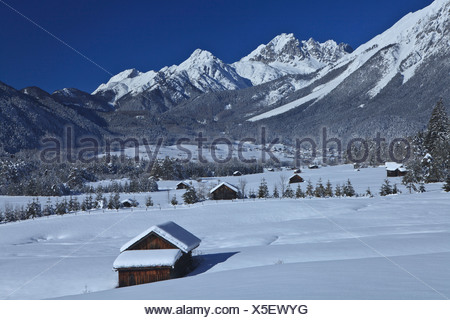 Austria, Europe, Tyrol, Gurgltal, Nassereith, winter, snow, Stadel, hay barn, wood, forest, mountains, Mieminger chain, Griesspi - Stock Photo